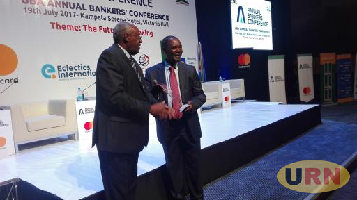 Former Governor of Central Bank of Kenya Prof. Njunguna Ndung'u receiving a gift from Japheth Kato, Chair of Stanbic Bank, at Uganda Annual Bankers Conference 2007 in Kampala.