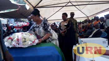 Nyabaghole laying wreath on her father's casket.